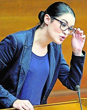 EFE/C. VALENCIANA, V13. VALENCIA, 18/11/2010.-La diputada del grupo Compromis, Mireia Mollá, defiende ante el pleno de Les Corts la enmienda a la totalidad presentada por su grupo contra el proyecto de ley de Presupuestos de la Generalitat para 2011. EFE/Manuel Bruque